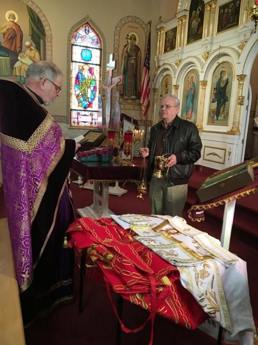 Red and White Paschal Vestments blessed on the Sunday of the Cross